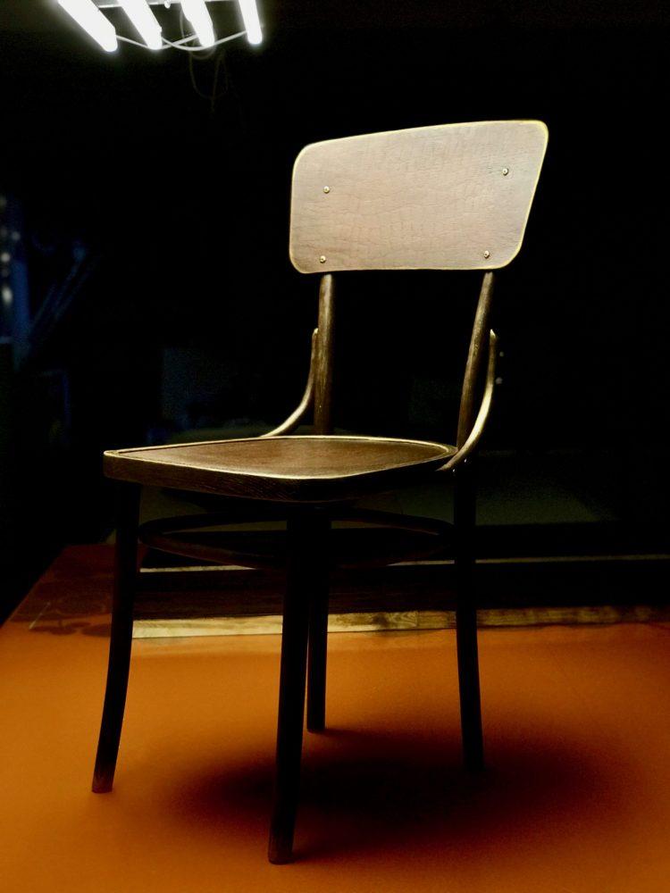 Деревянный стул после реставрации и декорирования