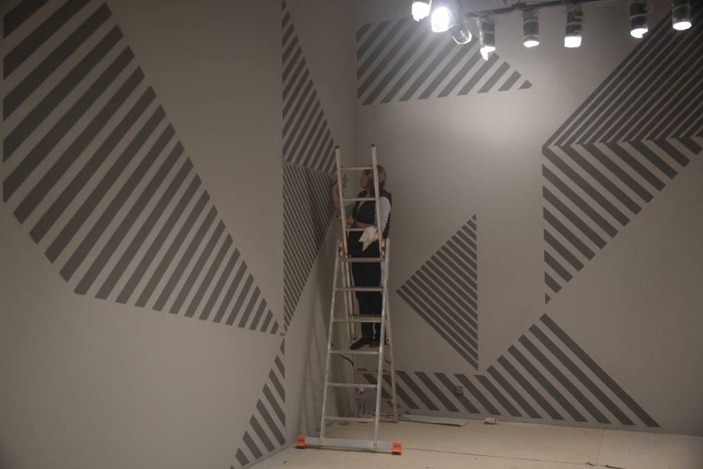 Процес росписи стен интерьерным художником