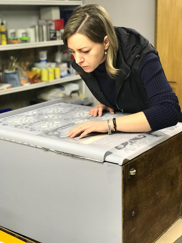 Изготовление трафаретов для декора мебели